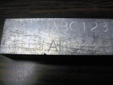 アルミ材へのレーザー刻印例